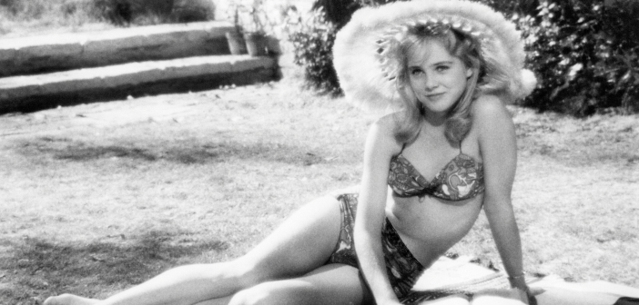 Sue Lyon in Stanly Kubrick's Lolita (1962). - HeadStuff.org