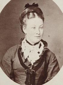 Elizabeth Dewar - headstuff.org
